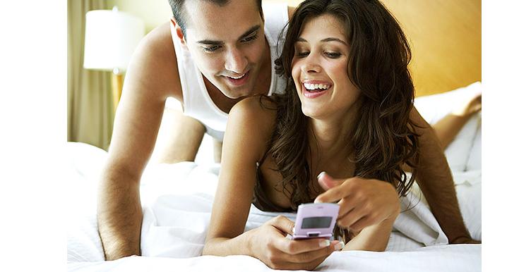 Mensagens picantes melhoram sexo mas pioram relacionamento